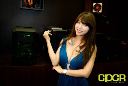 computex-2015-ultimate-booth-babe-gallery-custom-pc-review-61