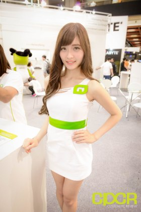 computex-2015-ultimate-booth-babe-gallery-custom-pc-review-91