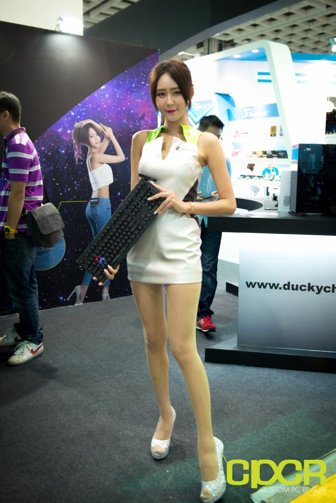 computex-2016-booth-babes-custom-pc-review-43