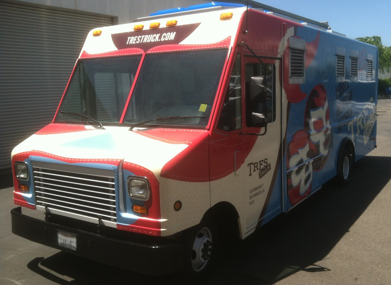 tres food truck wrap