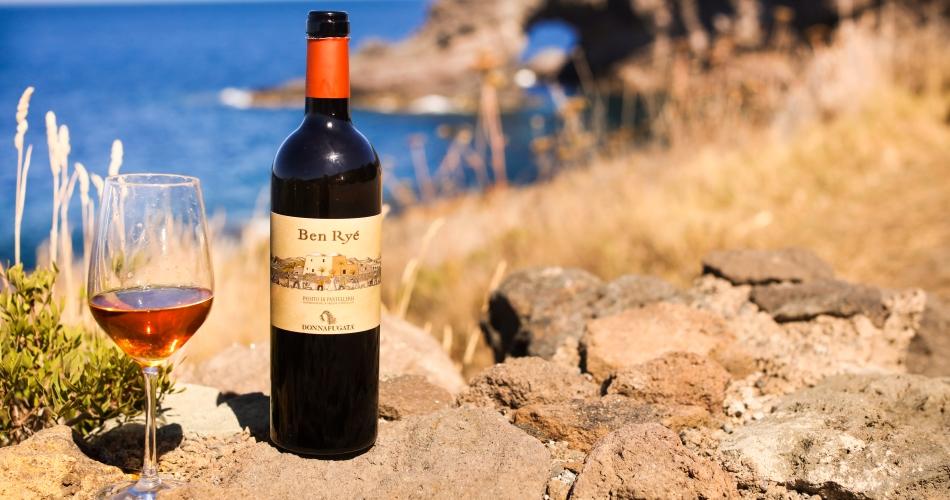 Il passito di Pantelleria prodotto da Donnafugata è il vino dolce più buono d'Italia.