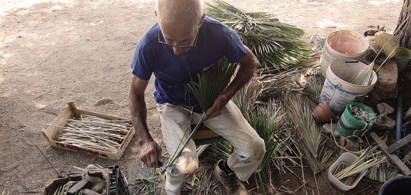 Michele Nicosia, l'ultimo intrecciatore di palma nana