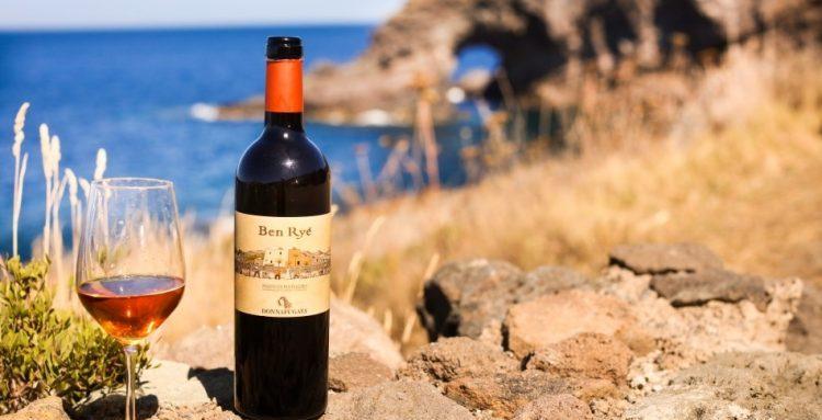 La Sicilia, vigneto d'Italia: tra le sue eccellenze  il passito di Noto e il passito di Pantelleria