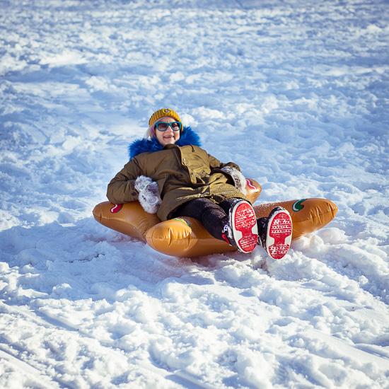 Der Gingerbreadman und ich am Hügel bei uns an der Jugendherberge