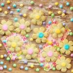 Blumenkekse mit Marmelade