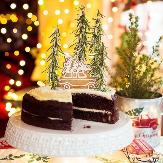 Das Rezept für diesen Schoko Banenen Kuchen findest Du in meinem neuen Buch School of Baking