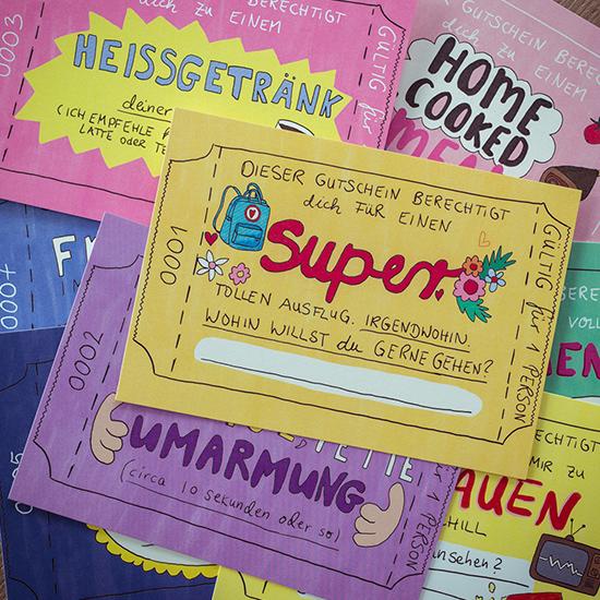 Es enthält 12 verschiedene Gutscheine zum Verschenken. 2 davon kannst Du selbst nach belieben Ausfüllen.