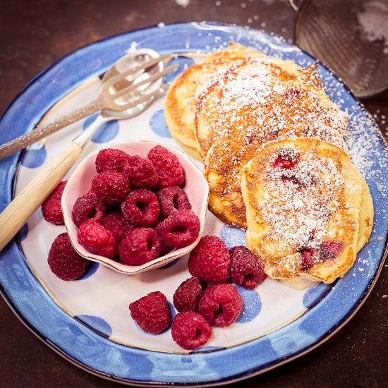 heute gibt es zum Frühstück mal mini Pancakes mit Himbeeren