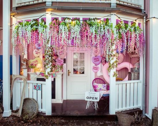 Zum Valentinstag habe ich mit der Frühlings / Sommer Deko für den Eingang begonnen.