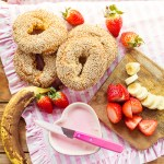 Sesam Bagels mit Strawberry Banana Creamcheese