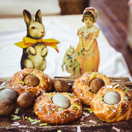 """die Eier sind mit Rote Beete gefärbt. Die """"kommen"""" dann je nach Zeit so raus."""