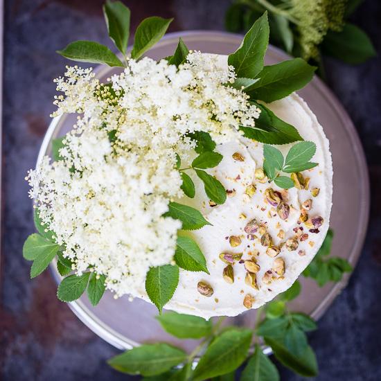 Ich habe den Zitronen Holunderblüten Kuchen von der Hochzeit von Harry und Meghan nachgebacken