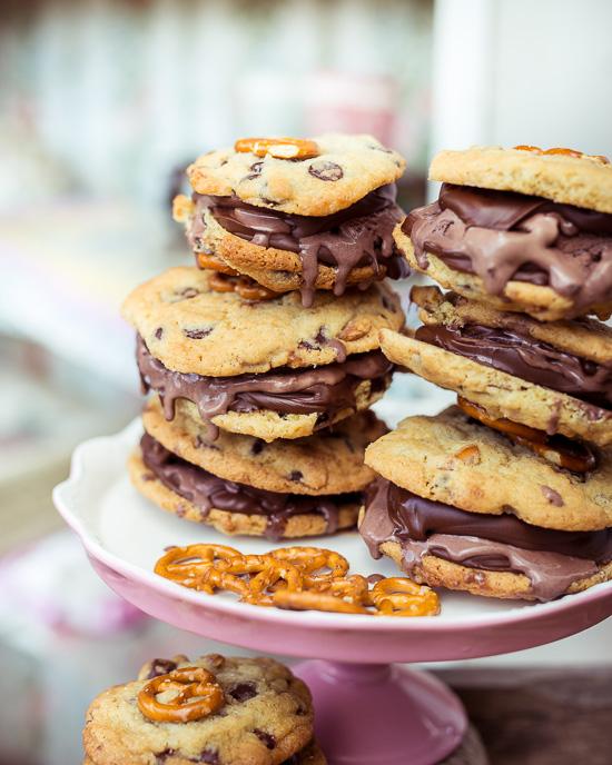 Falls Du dieses Eiscreme Sandwich mit selbst gemachten Cookies machen möchtest findest Du das Rezept dafür in School of Baking
