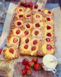 Blechkuchen mit Vanille Pudding und Erdbeeren