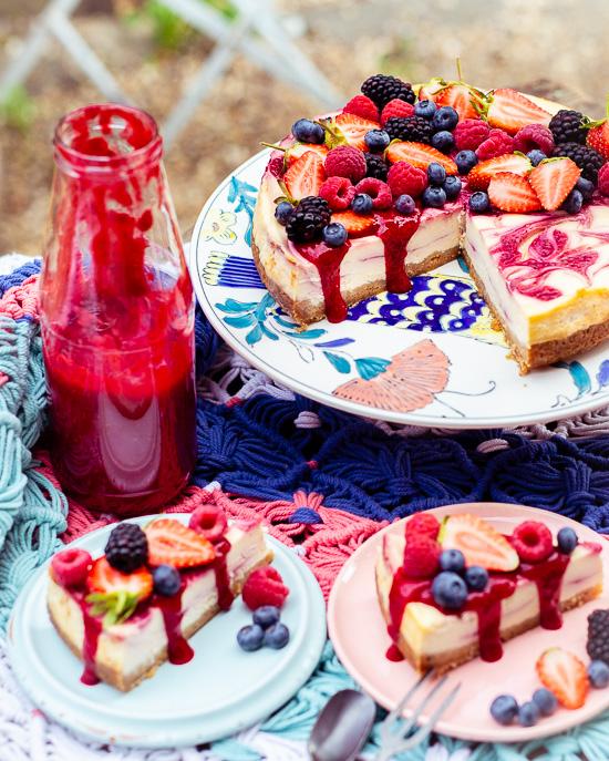 Das Grundrezept für diesen Himbeerswirl Cheesecake findest Du in School of Baking