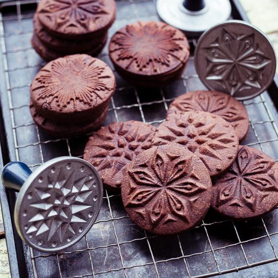 Das Rezept für diese Schokocookies findest Du in School of Baking
