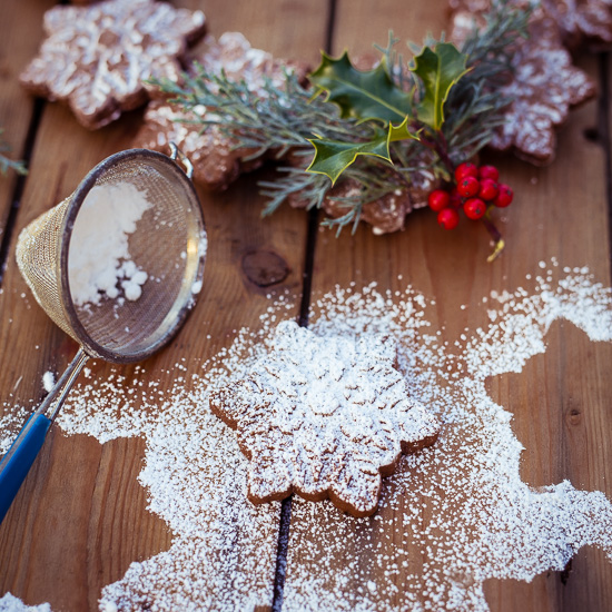 Das Rezept für diese Gingerbread Kekse findet Du in Backen Craft und Rote Katze