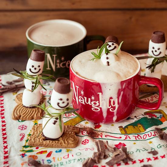 Diese lustigen Marshmallowmänner passen gnaz toll zu heißer Schokolade