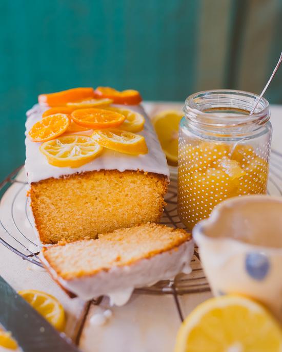 Das Lemon Curd mache ich immer selber, das Rezept findest Du in Backen Craft und Rote Katze