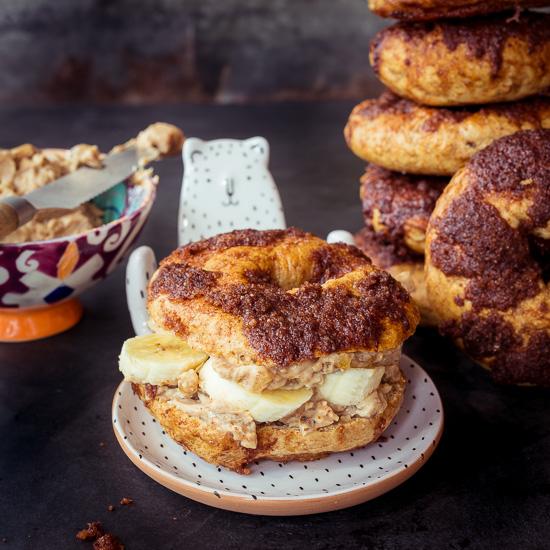 Das Grundrezept für diesen Cinnamon Crunch Bagel findest DU in School of Baking