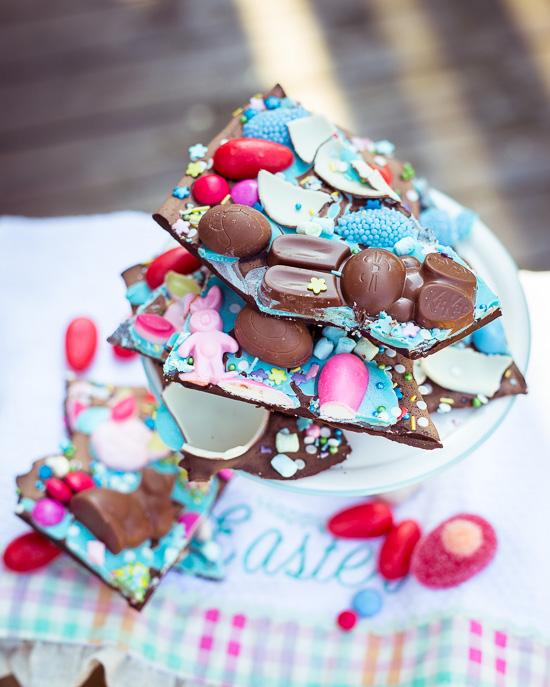 Hier habe ich in den Schokoladenbruch speziell für Ostern auch Hasen verarbeitet