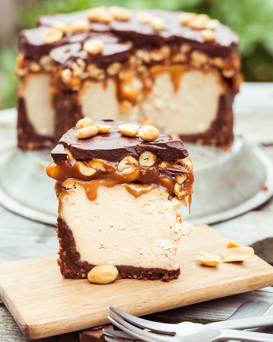 Vorbild für diesen Caramel NY Cheesecake mit Peanuts war ein Snickers Riegel