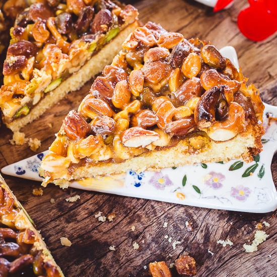 Ich habe für meinen Tosca Kuchen ganz viele verschiedene Nüsse karamellisiert