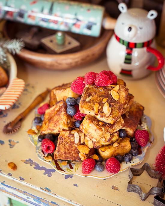 Weihnachten wird mit einem Eggnog French Toast einfach verlängert