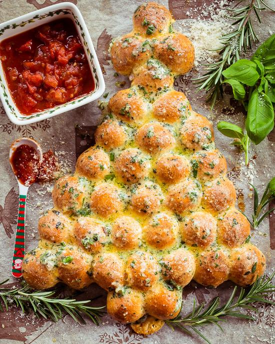 Tannenbaumpizza, eine leckere Pizza Variante für die Vorweihnachtszeit