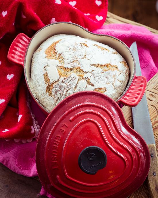 Heute gibt es Brot ins Herzform passend zum Valentinstag nächsten Sonntag