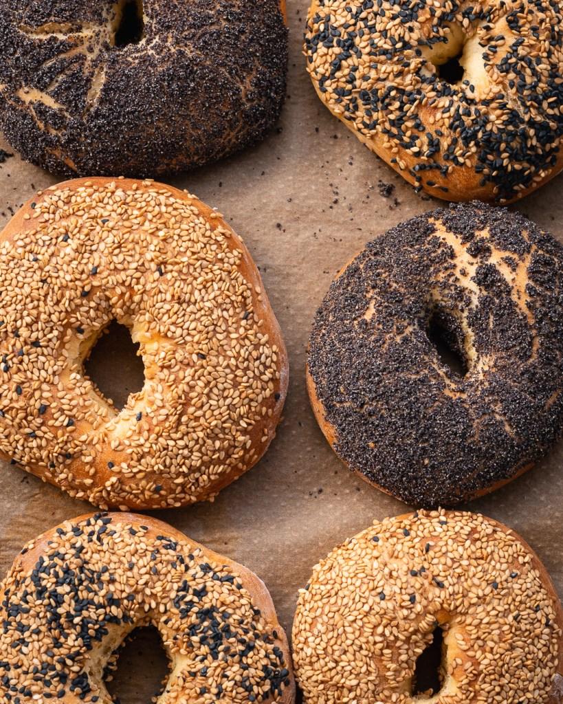 Frische Bagels nach dem Challa Brot Rezept aus Backen Mit Love