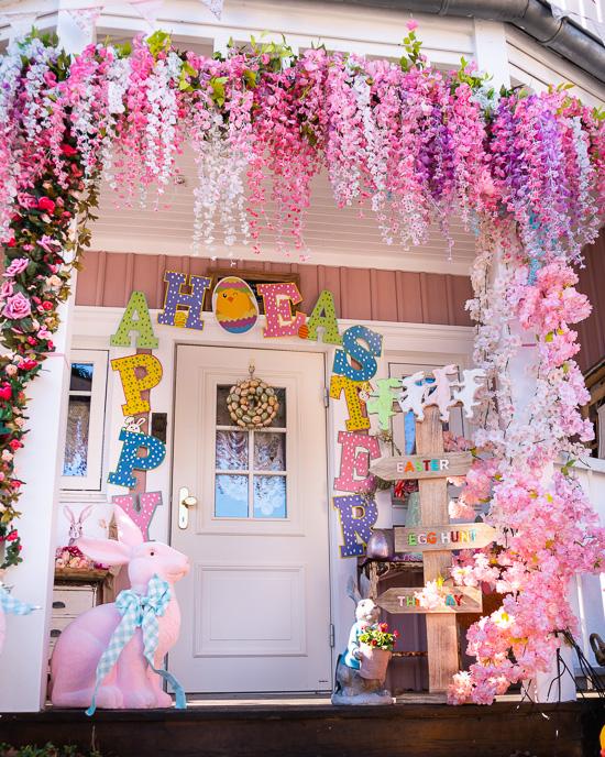 Rosa Haus Eingang Ostern