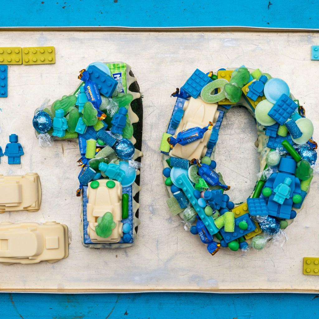 Ein Zahlenkuchen in Blau und Grüntönen