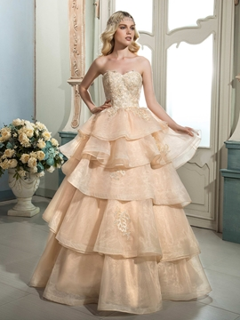 Beautiful Appliques Sweetheart Color Wedding Dress