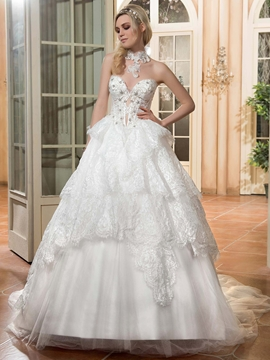 Charming Sweetheart Beaded Ball Gown Wedding Dress