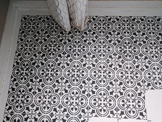 Modernize An Old Linoleum Floor With Stencils