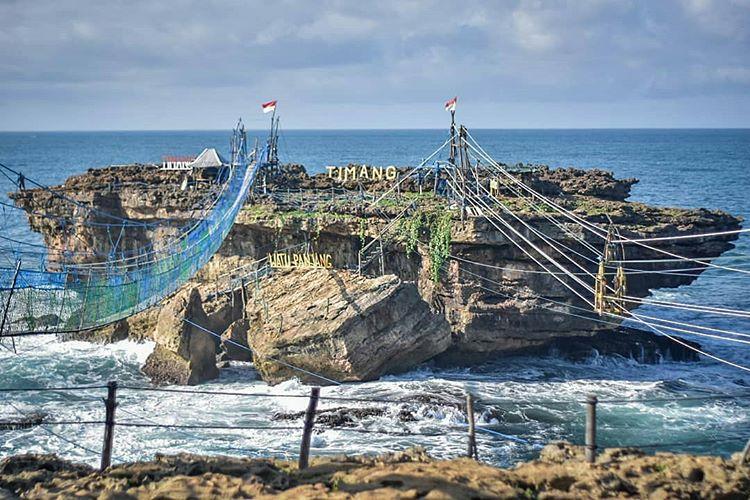 Pesona Baru Pantai Timang: Jembatan Gantung Penyambung ke Pulau Kecil