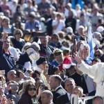 Papa Francisco denuncia o 'clericalismo' e a criação de uma 'elite' de leigos na Igreja