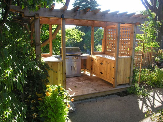 Outdoor garden kitchen by Chris Wallace Architect