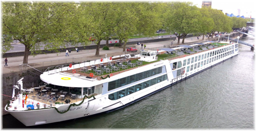 Emerald Sky moored at Cologne. Note the absence of balconies (Photo cruisepassenger.com.au)