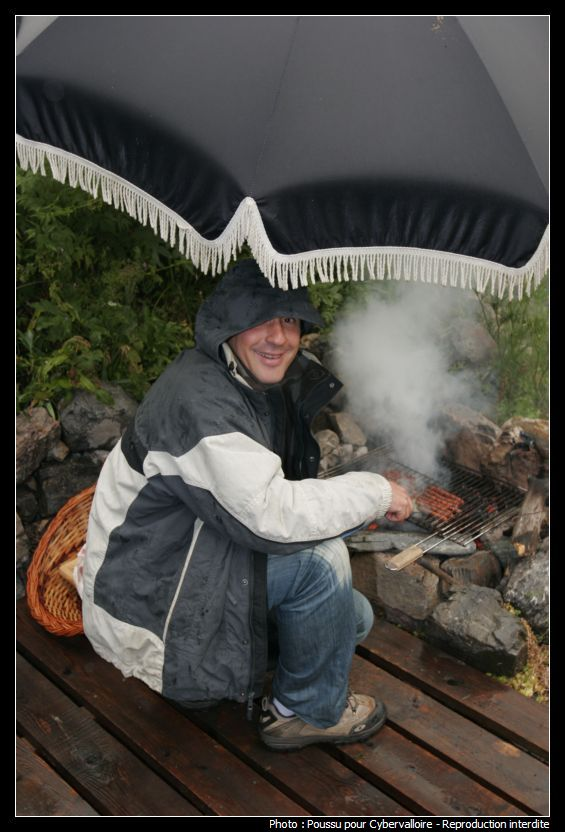 Barbecue Sous La Pluie : Barbecue Sous La Pluie Images Droles Loltube / Et puis, en cas de pluie, sachez que le barbecue weber résiste aux.
