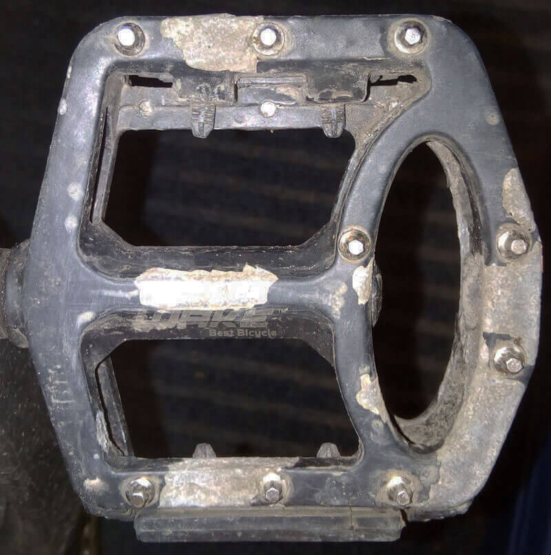 After six months commuting the WAKE pedal has lost about 25% of the body's paint