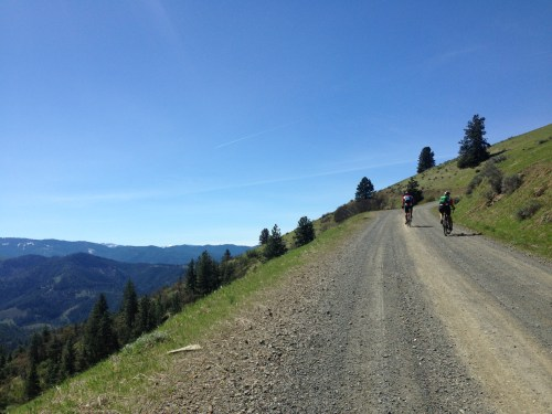 After climbing out to the junction of Anderson Creek Road and Anderson Butte Road, a left turn brought us to some spectacular views along the ridge.