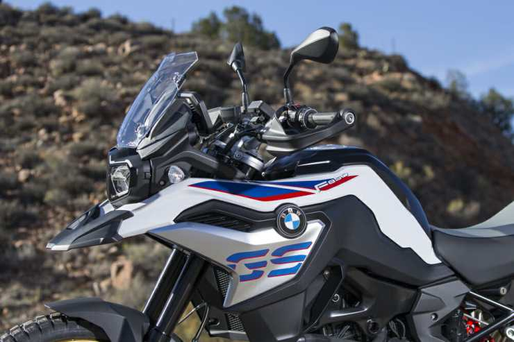 The bodywork is much sharper and longer than the outgoing F 800 GS.