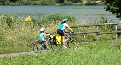 tag along and trailer bikes for kids - a ride in the country
