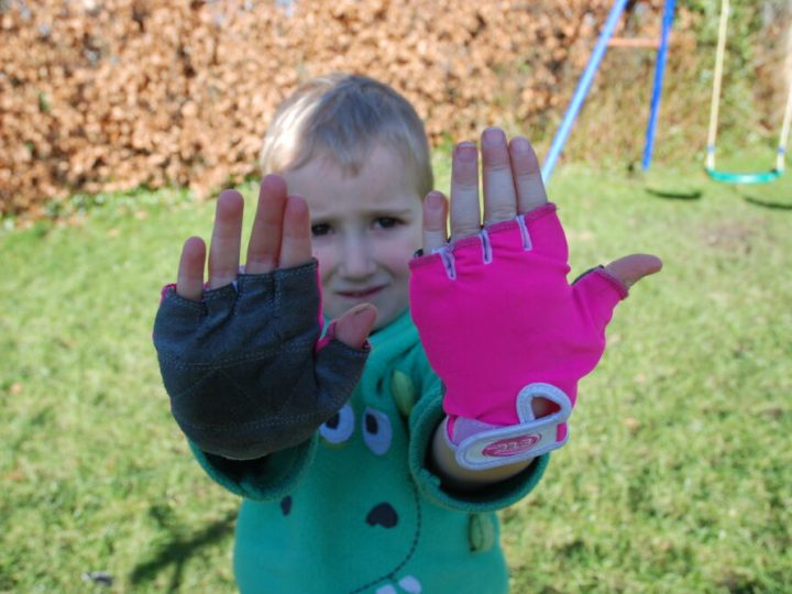 Review of the Etc kids cycling gloves and kids cycling mitts
