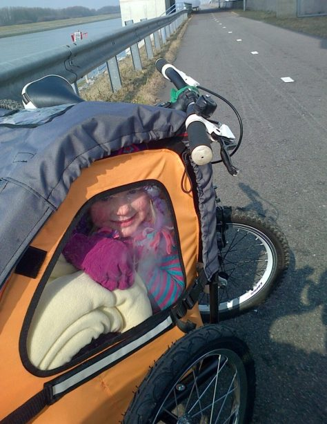How to attach a kids bike to the back of a childrens bike trailer