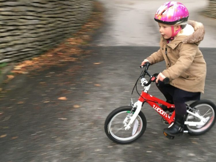 "Woom 2 review - the lightest 14"" wheel kids bike for ages 3 years, 4 year olds and age 5"