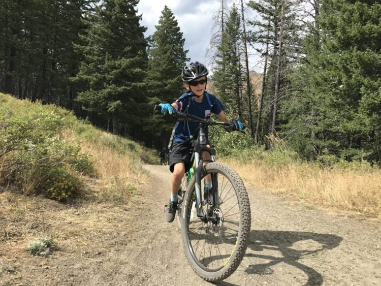 Polaris Tracker 2.0 kids MTB glove being tested on the trail