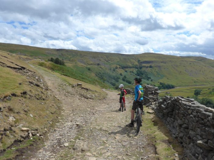 wale Trail, lack of signs - up or down?